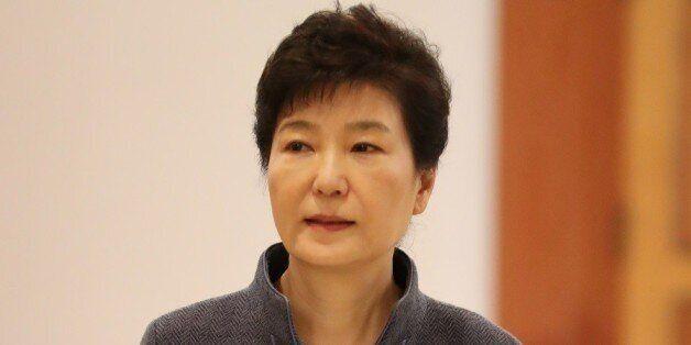 검찰은 박근혜 대면조사·뇌물죄 적용·정유라 국내송환 등을 계속 추진할