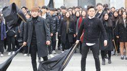 광화문에서 200명의 청년들이 부르는 '민중의 노래'가 울려