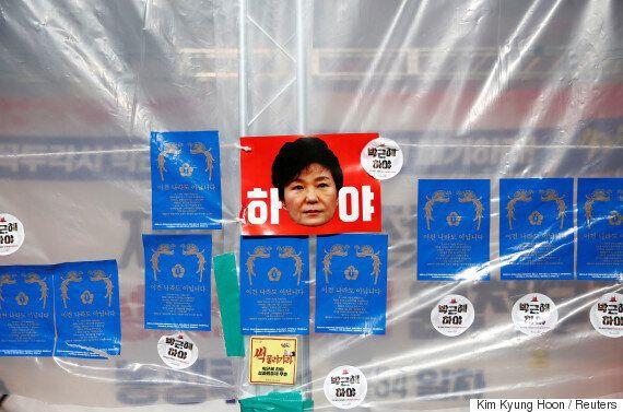 최순실 국정농단의 '몸통'으로 지목되는 박근혜 대통령에 대한 검찰 조사가 또 미뤄질