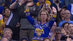엄청난 춤 실력을 자랑하는 여성이 NBA 경기의 스타가