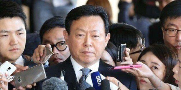 신동빈 롯데그룹 회장이 지난 9월20일 검찰 조사에 앞서 기자들의 질문을 받고