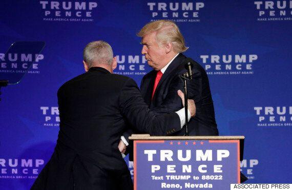 도널드 트럼프가 유세 도중