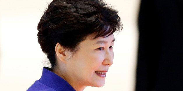 South Korea's President Park Geun-hye arrives at the ASEAN Summit in Vientiane, Laos September 7, 2016....