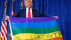 트럼프가 LGBT 지지 레인보우 깃발을 들고