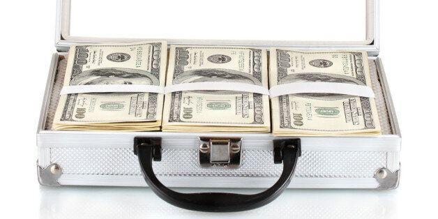 인천공항에서 5천만원이 들어있는 돈가방이 발견됐지만 주인을 찾을 단서가