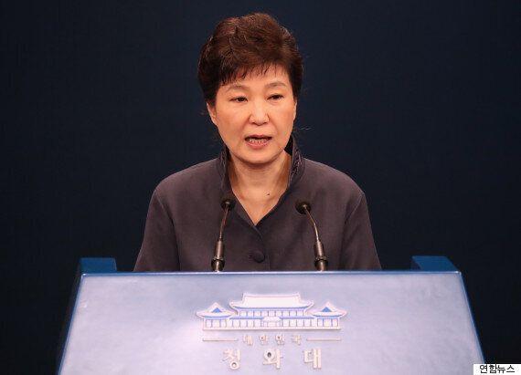 청와대에 따르면, 박근혜 대통령은 하야할 생각이 없는 게 거의