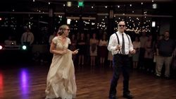 결혼식에서 아빠와 딸의 댄스가 모두를 깜짝 놀라게
