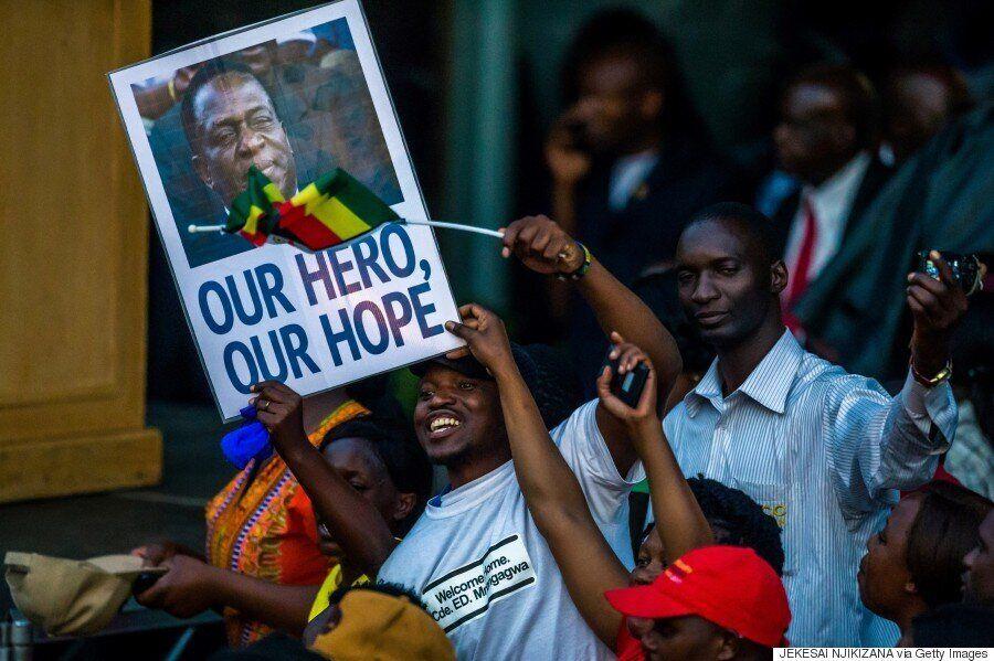 [화보] '무가베 37년 독재'에서 벗어난 짐바브웨 국민들이