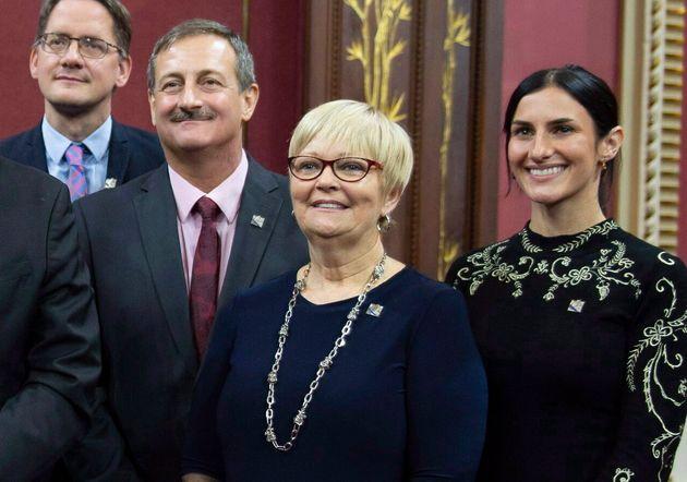 Photo d'archives de Sylvain Roy (2e à partir de la gauche) et Lorraine Richard
