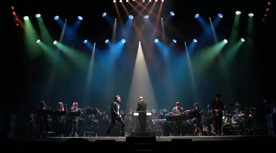 Οι μεγάλες επιτυχίες των Queen με ροκ μπάντα και συμφωνική