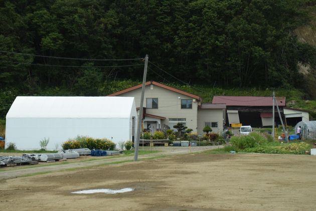 厚真町で被害の深刻だった吉野地区で、1軒だけ残っている家があった=2019年9月1日