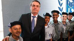Bolsonaro defende 'impor' modelo de militarização nas escolas sem ouvir a