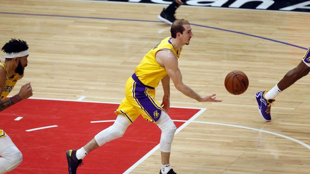 LOS ANGELES, CA - APRIL 05: Los Angeles Lakers guard Alex Caruso (4) makes a pass during the game against the Los Angeles Clippers on April 05, 2019, at Staples Center in Los Angeles, CA. (Photo by Adam  Davis/Icon Sportswire via Getty Images)