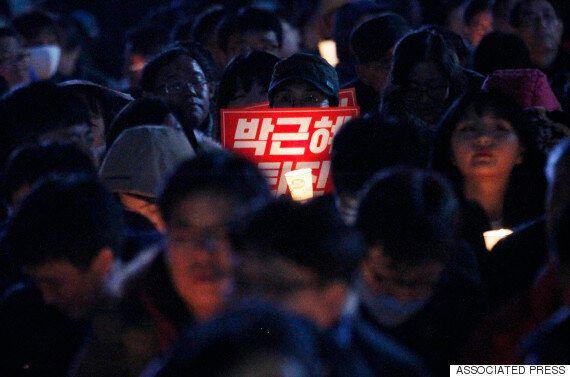신문들이 박근혜 대통령을 비판하며 '이렇게 하다가는 하야를 막지 못할 것'이라고
