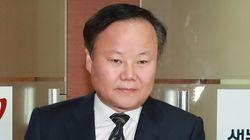 김재원 전 정무수석이 기자들에게 메시지를