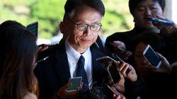 K스포츠 사무총장이 검찰에 출두해 '전혀 모른다'는 안종범 수석의 주장을