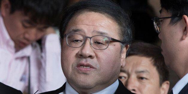 검찰이 직권남용·강요미수 등의 혐의로 안종범 전 수석 구속영장을