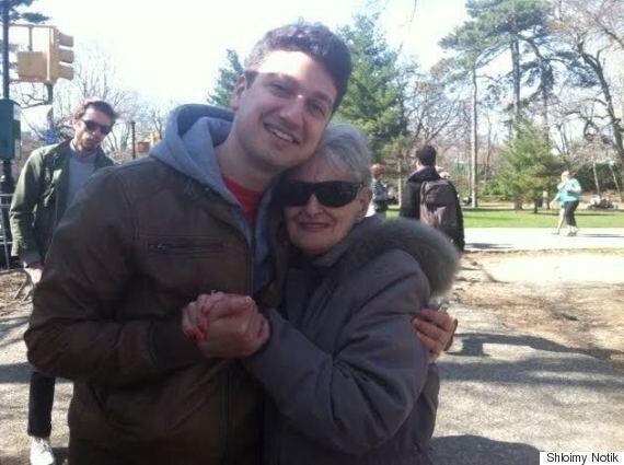 나는 할머니에게 커밍아웃했고, 할머니는 다행히 돌아가시지