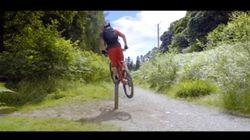 이 남자의 자전거 스턴트는 믿을 수 없이 굉장하다