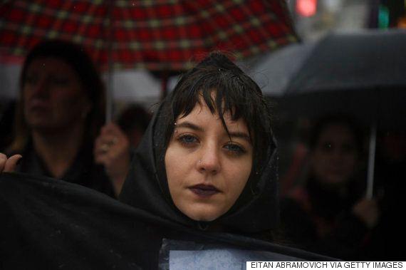 16세 소녀가 유괴돼 마약 투여·성폭행·고문 끝에 사망했다. 남미 여성들이 분노로