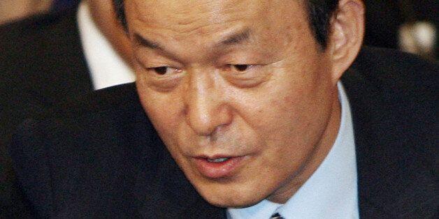 2007년 1월 열린 한 심포지엄에서 대화하는 송민순 전 장관(오른쪽)과 김만복 전