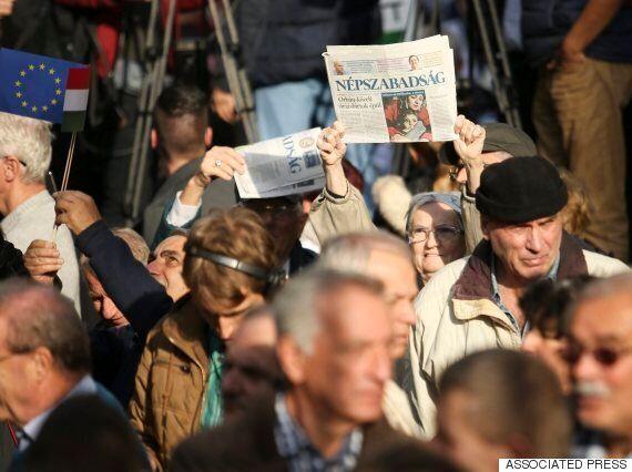 헝가리의 최대 일간지는 정부 비판 기사를 실었다가 갑자기 발행이 중단됐다(사진,