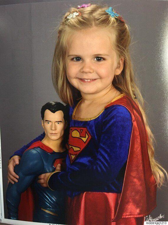 딸에게 학교에서 사진 찍는 날 입을 옷을 직접 고르라고