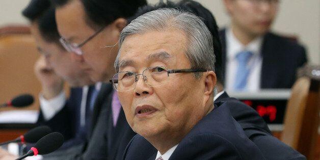 더불어민주당 김종인 의원이 12일 오후 국회에서 열린 기획재정위원회 국정감사에서 질의하고