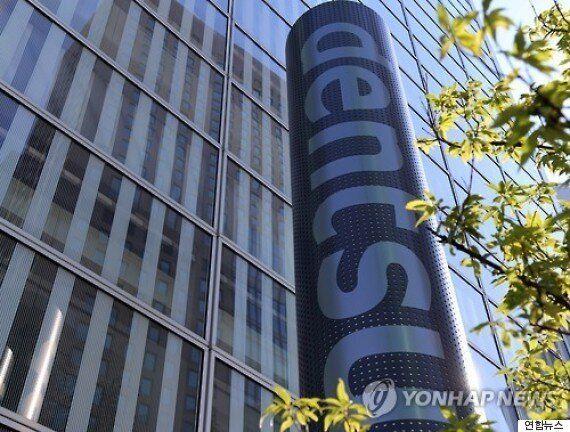 월 105시간 초과근무한 광고회사 신입사원의 자살이 일본 사회에 파문을 일으키고