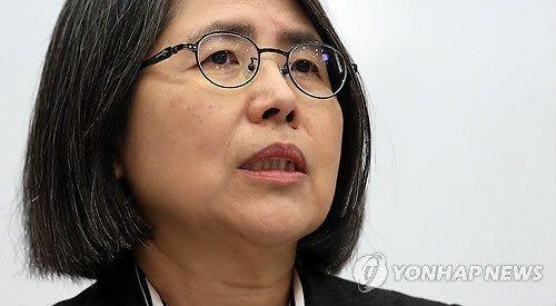 '경찰에 떡 준 민원인' 청탁금지법 위반 전국 1호 재판