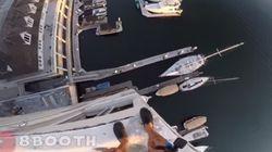 40m 아래의 항구로 뛰어든 이 남성의 영상은 심장을 철렁하게 만든다