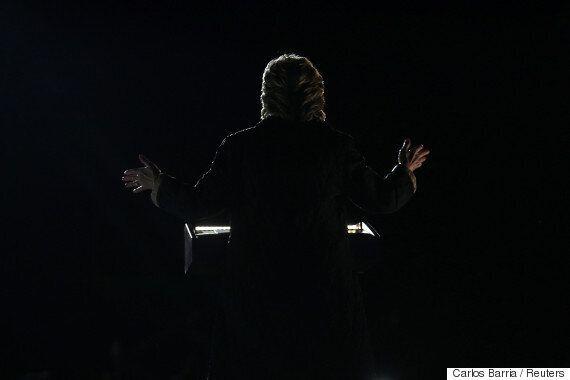 힐러리 클린턴이 역대 최고 지지율을 찍었다. 트럼프는 바닥을 찍었다.