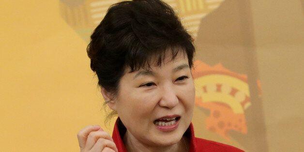 박근혜 대통령이 25일 청와대에서 열린 한·아프리카 장관급 경제협력회의 환영 만찬에서 인사말을 하고