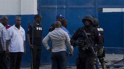 174명의 중무장한 죄수들이 매슈로 초토화된 아이티에서