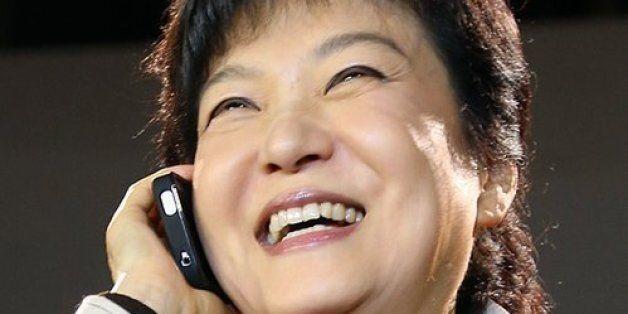 박 대통령은 12년 전, 현안마다 장시간 통화하는 외부그룹이