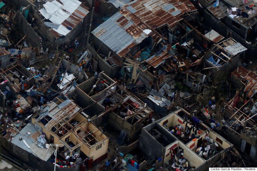 허리케인 매슈가 휩쓸고 지나간 아이티는 말 그대로 폐허가
