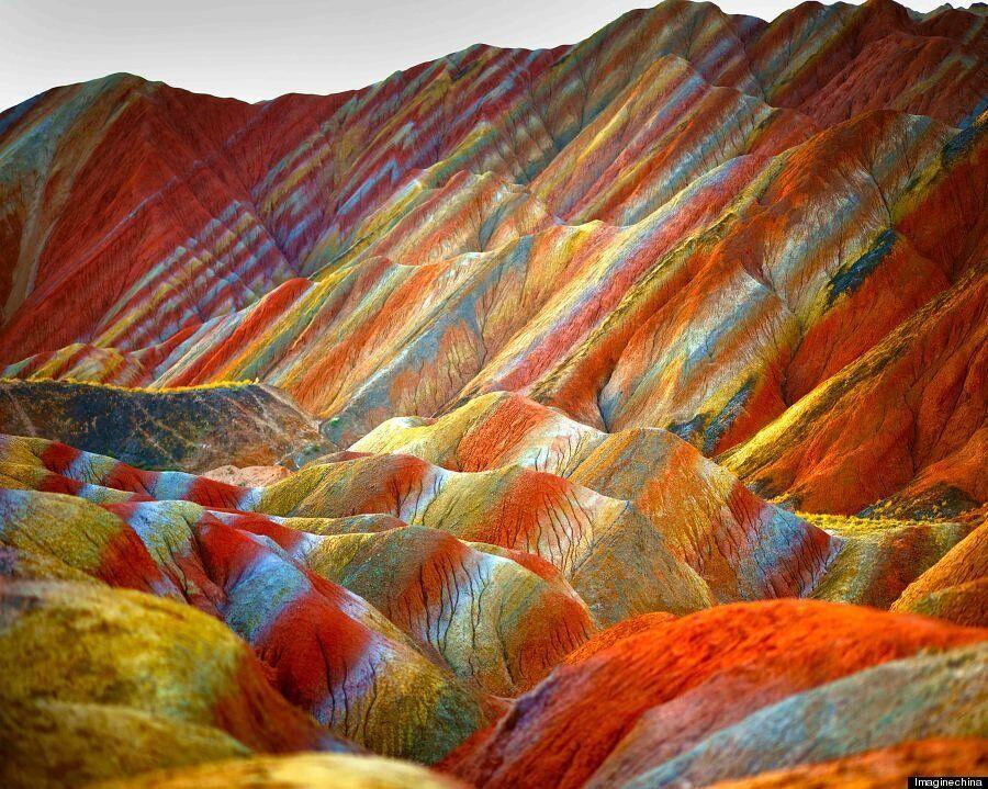중국에는 '무지개' 빛 산맥이