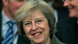 영국 메이 총리가 '자신의 구두에 대한 언론들의 관심이 성차별적이냐'는 물음에대한 명쾌한 대답을