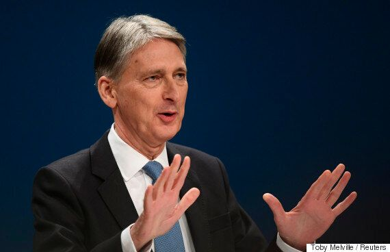 영국 정부가 '브렉시트 충격'에 대비해 재정흑자 목표를