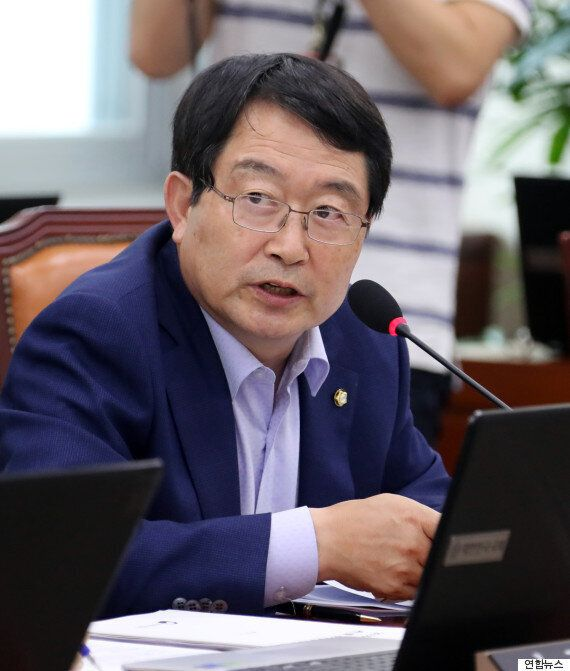 김제동이 국정감사의 주인공이 됐다. 그것도 무려 국방부
