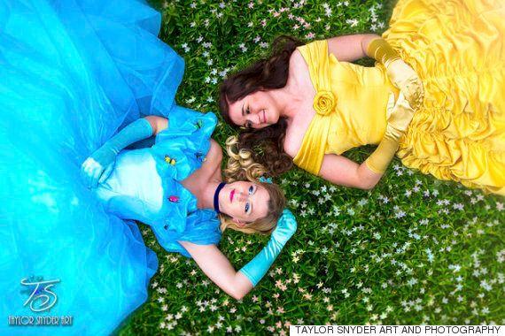 이 커플은 디즈니 공주 테마의 웨딩 사진으로 완벽한 해피엔딩을
