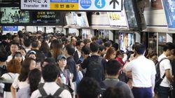 지하철 1∼4호선 비상탈출 막는 스크린도어 광고판