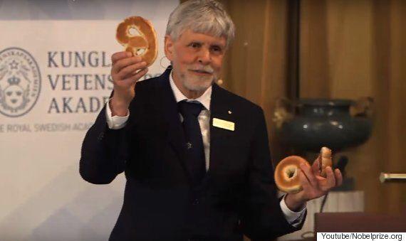 노벨상을 발표하는 자리에 이틀 연속 베이글이