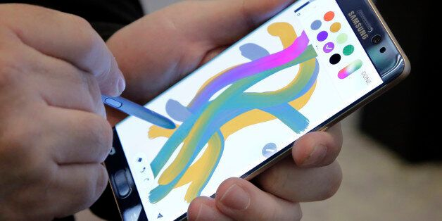 In this July 28, 2016, photo, a color blending feature of the Galaxy Note 7 is demonstrated in New York....