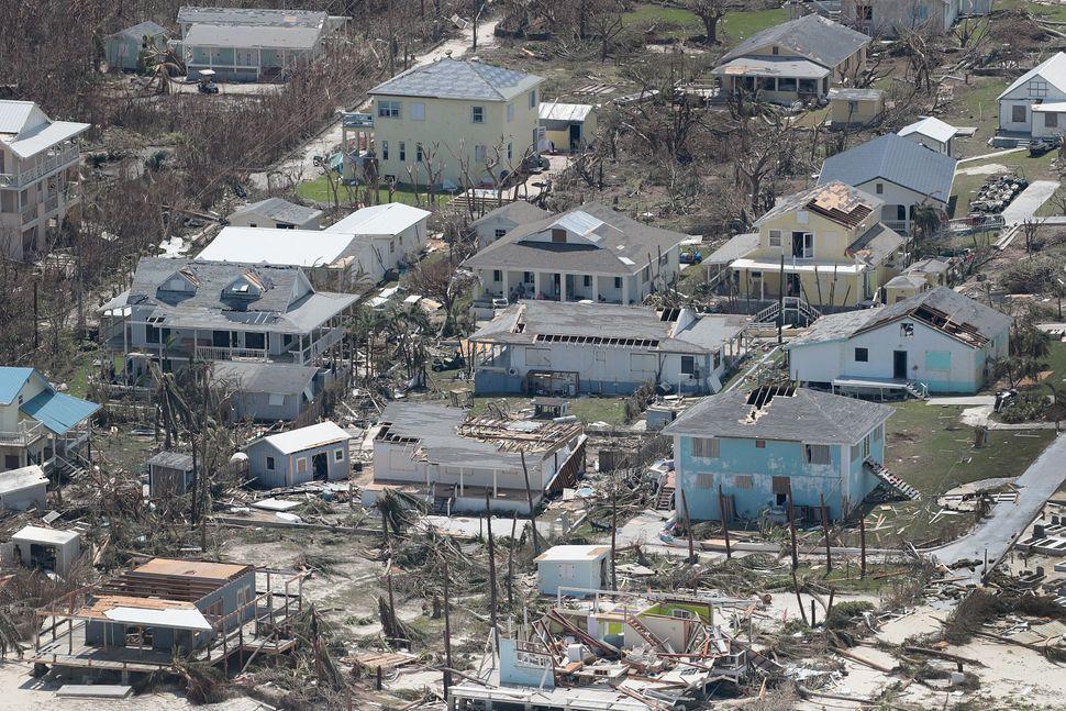 Imagens dramáticas mostram a destruição causada pelo furacão