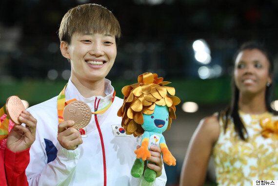 유도 이정민과 사격 이주희가 리우 패럴림픽서 은메달을