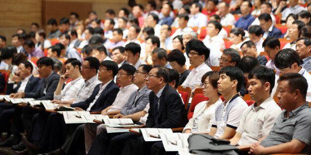 6일 오후 정부세종청사에서 열린 직종별 청탁방지 담당관 교육에 많은 공무원들이 참가하고