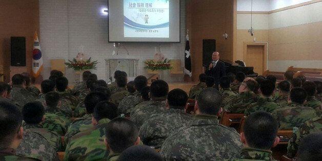 노관석 강원지방병무청장이 1월 13일 36사단 신병교육대에서 기초군사훈련 중인 사회복무요원 130여명을 대상으로 특강을 하고