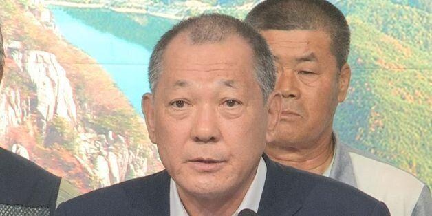 8월 22일 경북 성주군청 1층 대강당에서 김항곤 성주군수가 기자회견을 열고