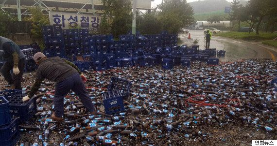 달리는 트럭에서 '맥주병 2만 개'가 와르르 쏟아진 이유는?(사진